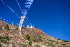 Σημαίες προσευχής στα βουνά του Ιμαλαίαυ, περιοχή Annapurna, του Νεπάλ Στοκ φωτογραφίες με δικαίωμα ελεύθερης χρήσης