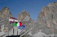 Σημαίες στον αέρα στοκ εικόνα με δικαίωμα ελεύθερης χρήσης