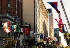 Σημαίες στο κεντρικό δρόμο Στοκ Φωτογραφίες
