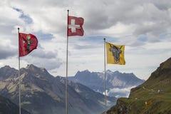 Σημαίες στο πέρασμα Klausen Στοκ Εικόνες