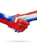 Σημαίες Ταϊβάν, ολλανδικές χώρες, έννοια χειραψιών φιλίας συνεργασίας στοκ φωτογραφίες με δικαίωμα ελεύθερης χρήσης