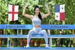 Σημαίες της Αγγλίας και του Παναμά που το όμορφο κορίτσι απεικόνιση αποθεμάτων