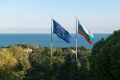 Σημαίες της Ευρωπαϊκής Ένωσης της Βουλγαρίας και Στοκ Φωτογραφία