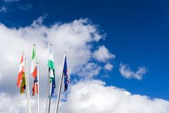 Σημαίες της Ευρωπαϊκής Ένωσης με την αφθονία του διαστήματος αντιγράφων Στοκ εικόνες με δικαίωμα ελεύθερης χρήσης