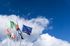 Σημαίες της Ευρωπαϊκής Ένωσης με την αφθονία του διαστήματος αντιγράφων Στοκ Φωτογραφία