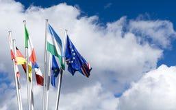 Σημαίες της Ευρωπαϊκής Ένωσης με την αφθονία του διαστήματος αντιγράφων Στοκ φωτογραφίες με δικαίωμα ελεύθερης χρήσης