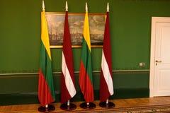Σημαίες της Λιθουανίας και της Λετονίας Στοκ φωτογραφία με δικαίωμα ελεύθερης χρήσης