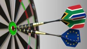 Σημαίες της Νότιας Αφρικής και της Ευρωπαϊκής Ένωσης στα βέλη που χτυπούν bullseye του στόχου Διεθνής συνεργασία ή Στοκ εικόνα με δικαίωμα ελεύθερης χρήσης