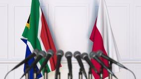 Σημαίες της Νότιας Αφρικής και της Πολωνίας στη διεθνή συνεδρίαση ή τη διάσκεψη τρισδιάστατη απόδοση Στοκ φωτογραφία με δικαίωμα ελεύθερης χρήσης