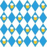 Σημαίες φεστιβάλ μπύρας του Μόναχου και γυαλί του άνευ ραφής σχεδίου μπύρας Υπόβαθρο Oktoberfet, διανυσματική απεικόνιση Στοκ Φωτογραφία