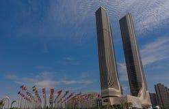 Σημαίες όλων των εθνών, και πύργοι Petronas Στοκ εικόνες με δικαίωμα ελεύθερης χρήσης