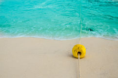 Σημαντήρας στην παραλία Στοκ φωτογραφία με δικαίωμα ελεύθερης χρήσης