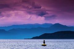 Σημαντήρας στη λίμνη Garda στοκ εικόνα