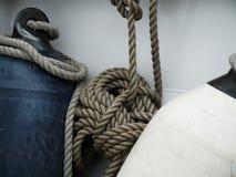 Σημαντήρες και κυλημένο σχοινί στοκ φωτογραφία