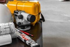 Σημαντική έρευνα στο εργοτάξιο οικοδομής ο επιστάτης στοκ εικόνα με δικαίωμα ελεύθερης χρήσης
