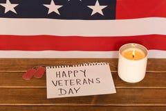 Σημεία αμερικανικών σημαιών και στρατού την ημέρα παλαιμάχων Αναμνηστικό κερί στοκ φωτογραφίες με δικαίωμα ελεύθερης χρήσης