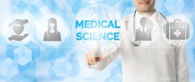 Σημεία γιατρών στην ΙΑΤΡΙΚΗ ΕΠΙΣΤΗΜΗ με το ιατρικό εικονίδιο Στοκ φωτογραφίες με δικαίωμα ελεύθερης χρήσης