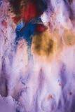 Σημεία μελανιού των διαφορετικών χρωμάτων σε άσπρο υγρό χαρτί Στοκ Φωτογραφία