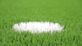 Σημείο ποινικής ρήτρας ποδοσφαίρου Κινηματογράφηση σε πρώτο πλάνο, οριζόντιος πυροβολισμός ολισθαινόντων ρυθμιστών απόθεμα βίντεο
