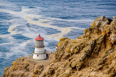 Σημείο Reyes Lighthouse στη παράλια Ειρηνικού, που χτίζεται το 1870 Στοκ Εικόνες