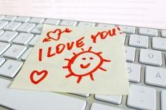 Σημείωση για την αγάπη keyboardi υπολογιστών εσείς Στοκ εικόνες με δικαίωμα ελεύθερης χρήσης