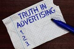 Σημείωση γραψίματος που παρουσιάζει αλήθεια στη διαφήμιση Τίμια προπαγάνδα δημοσιότητας διαφημίσεων πρακτικής επίδειξης επιχειρησ στοκ εικόνες