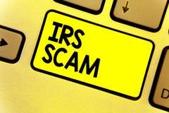 Σημείωση γραψίματος που παρουσιάζει απάτη IRS Επιχειρησιακή φωτογραφία που επιδεικνύει τους στοχοθετημένους φορολογούμενους με τη στοκ φωτογραφίες