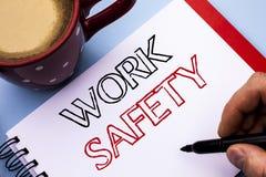 Σημείωση γραψίματος που παρουσιάζει ασφάλεια εργασίας Safeness διαβεβαίωσης προστασίας κανονισμών ασφάλειας προσοχής επίδειξης επ στοκ φωτογραφίες