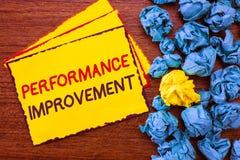 Σημείωση γραψίματος που παρουσιάζει βελτίωση απόδοσης Το μέτρο επίδειξης επιχειρησιακών φωτογραφιών και τροποποιεί την παραγωγή γ στοκ εικόνες