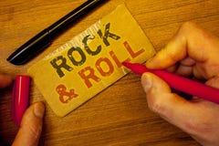 Σημείωση γραψίματος που παρουσιάζει βράχο - και - ρόλος Οι επιχειρησιακές φωτογραφίες που επιδεικνύουν το μουσικό τύπο ύφους δημο Στοκ Εικόνες