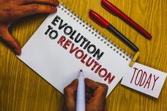 Σημείωση γραψίματος που παρουσιάζει εξέλιξη στην επανάσταση Να προσαρμοστεί επίδειξης επιχειρησιακών φωτογραφιών στον τρόπο για h Στοκ εικόνα με δικαίωμα ελεύθερης χρήσης