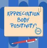 Σημείωση γραψίματος που παρουσιάζει θετική σκέψη σώματος εκτίμησης Αποδοχή επίδειξης επιχειρησιακών φωτογραφιών και εκτίμηση των  ελεύθερη απεικόνιση δικαιώματος