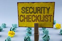 Σημείωση γραψίματος που παρουσιάζει κατάλογο επίδειξης επιχειρησιακών φωτογραφιών πινάκων ελέγχου ασφάλειας με τα εξουσιοδοτημένα Στοκ εικόνες με δικαίωμα ελεύθερης χρήσης