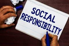Σημείωση γραψίματος που παρουσιάζει κοινωνική ευθύνη Υποχρέωση επίδειξης επιχειρησιακών φωτογραφιών προς όφελος της ισορροπίας κο στοκ εικόνα με δικαίωμα ελεύθερης χρήσης