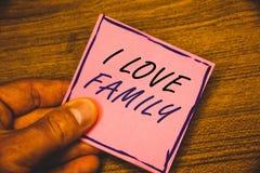 Σημείωση γραψίματος που παρουσιάζει οικογένεια αγάπης Ι Επιχειρησιακές φωτογραφίες που επιδεικνύουν την καλή προσοχή αγάπης συναι Στοκ Εικόνες