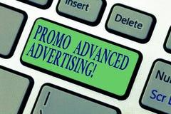 Σημείωση γραψίματος που παρουσιάζει προηγμένη Promo διαφήμιση Η επίδειξη επιχειρησιακών φωτογραφιών ενημερώνει τους συγκεκριμένου στοκ φωτογραφίες