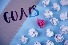 Σημείωση γραψίματος που παρουσιάζει στόχους Η επιχειρησιακή φωτογραφία που επιδεικνύει τα επιθυμητά επιτεύγματα στοχεύει σε τι θέ Στοκ Εικόνες