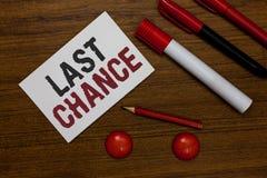 Σημείωση γραψίματος που παρουσιάζει τελευταία ευκαιρία Επιχειρησιακή φωτογραφία που επιδεικνύει την τελική ευκαιρία να επιτευχθεί στοκ εικόνες