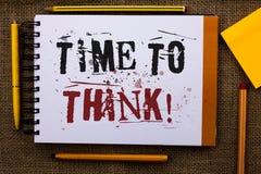 Σημείωση γραψίματος που παρουσιάζει χρόνο να θεωρηθεί η κινητήρια κλήση Ιδέες προγραμματισμού σκέψης επίδειξης επιχειρησιακών φωτ στοκ φωτογραφία