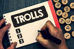 Σημείωση γραψίματος που παρουσιάζει Trolls Επιχειρησιακή φωτογραφία που επιδεικνύει τους σε απευθείας σύνδεση ταραχοποιούς που το Στοκ εικόνες με δικαίωμα ελεύθερης χρήσης