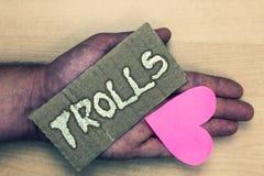 Σημείωση γραψίματος που παρουσιάζει Trolls Επιχειρησιακή φωτογραφία που επιδεικνύει τους σε απευθείας σύνδεση ταραχοποιούς που το Στοκ Εικόνες