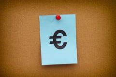 Σημείωση εγγράφου με το ευρο- σημάδι Στοκ εικόνα με δικαίωμα ελεύθερης χρήσης
