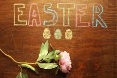 Σημείωση Πάσχας, αυγά και ανθίζοντας λουλούδι Στοκ Εικόνες