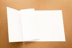Σημείωση της Λευκής Βίβλου για το επιχειρησιακό ξύλινο γραφείο με το διάστημα αντιγράφων Στοκ εικόνα με δικαίωμα ελεύθερης χρήσης