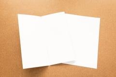 Σημείωση της Λευκής Βίβλου για το επιχειρησιακό ξύλινο γραφείο με το διάστημα αντιγράφων Στοκ Φωτογραφίες