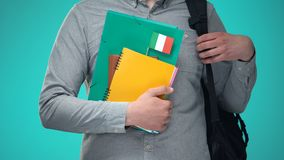 Σημειωματάρια εκμετάλλευσης σπουδαστών με την ιταλική σημαία, διεθνές εκπαιδευτικό πρόγραμμα φιλμ μικρού μήκους