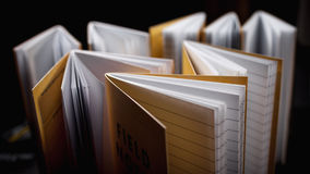Σημειωματάρια με τις ευθυγραμμισμένες σελίδες Στοκ Φωτογραφίες