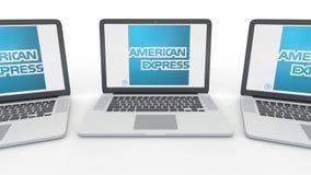 Σημειωματάρια με το λογότυπο της American Express στην οθόνη Εννοιολογική εκδοτική τρισδιάστατη απόδοση τεχνολογίας υπολογιστών ελεύθερη απεικόνιση δικαιώματος