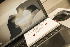 Σημειωματάριο για τις σημειώσεις που βρίσκονται στο γραφείο γραφείων Στοκ φωτογραφίες με δικαίωμα ελεύθερης χρήσης