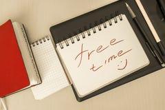 Σημειωματάριο για τις σημειώσεις που βρίσκονται στο γραφείο Στοκ φωτογραφία με δικαίωμα ελεύθερης χρήσης